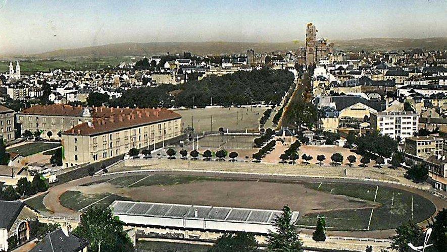 Une vue aérienne du stade Paul-Lignon en 1966