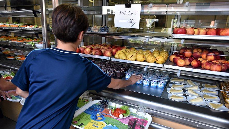 Cuisines centrales, restauration scolaire... Autant de débouchés à développer pour les producteurs locaux, au-delà des simples marchés de pays.Archives J.A.T. et AFP