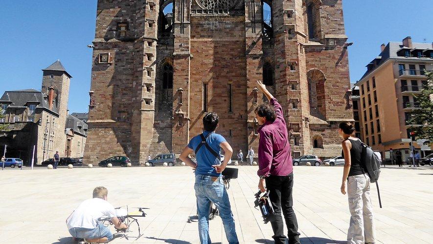 Le tournage de l'émission Des racines et des ailes avait eu lieu en mois d'août 2016 à Rodez.
