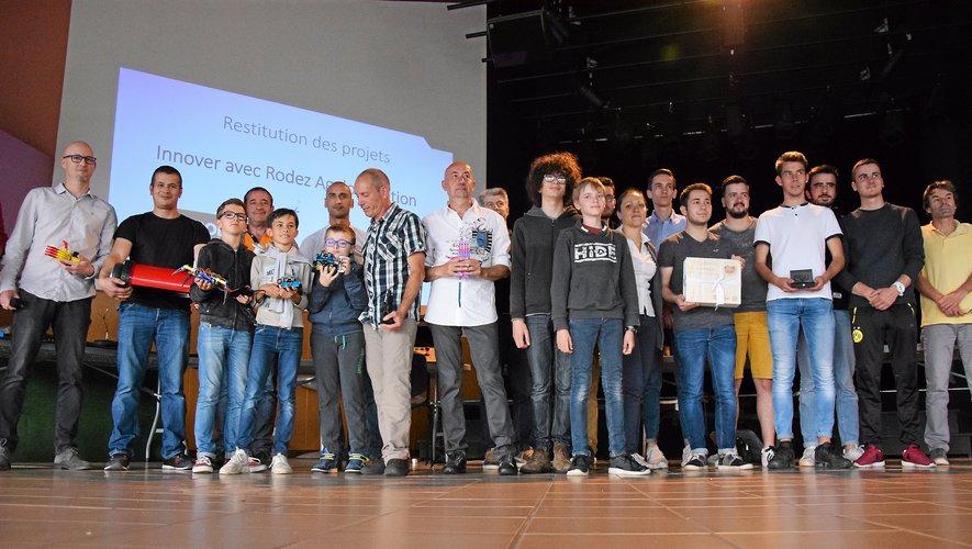 Quelques-uns des 130 « makers » membre du FabLab ont profité de la soirée pour dévoiler leurs travaux.