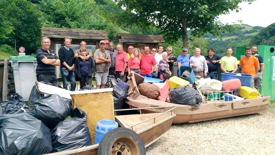 Plus de trois tonnes de déchets sortis du lac de Castelnau-Lassouts