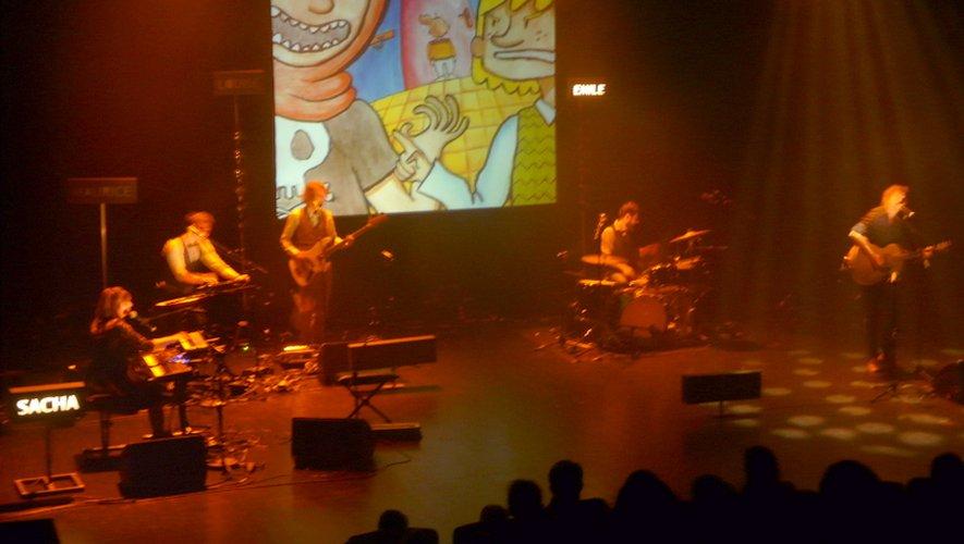 Chansons et projection en live, pour un spectacle jeune public comme on en voudrait plus souvent.