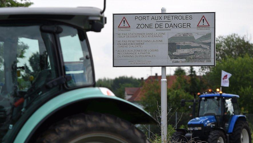 La FNSEA et les Jeunes Agriculteurs appellent à suspendre les blocages — Carburants