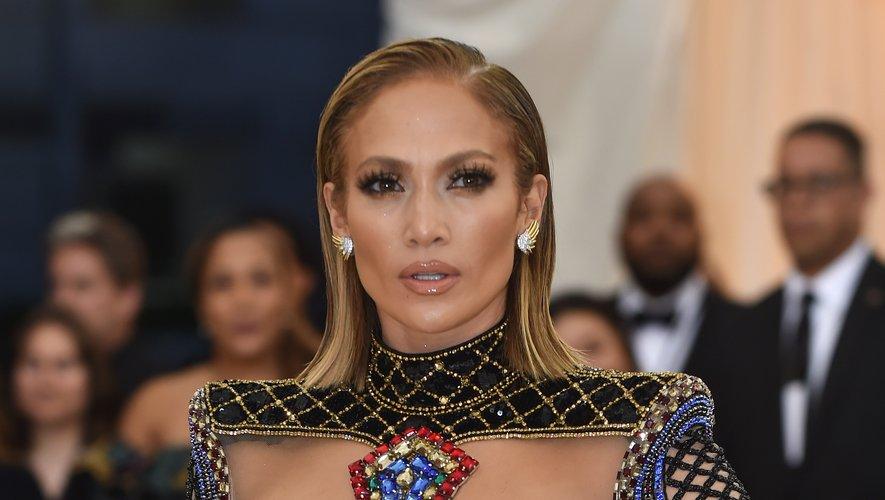 Jennifer Lopez arrive au Met Gala 2018, le 7 mai 2018, au Metropolitan Museum of Art de New York.