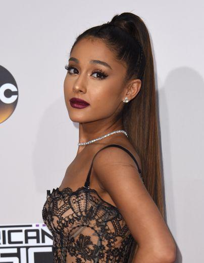 La chanteuse Ariana Grande arrive aux American Music Awards 2016.