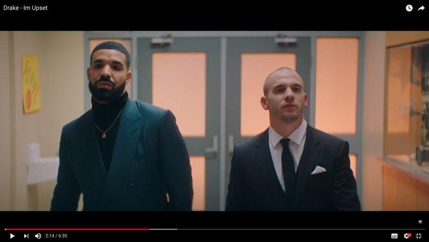 """Drake dans son clip """"Im Upset""""."""