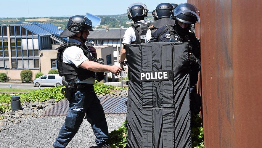 Les policiers mettent fin  à une tuerie de masse à Soulages