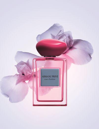 """Le parfum """"Rose d'Artiste"""" par Armani/Privé."""