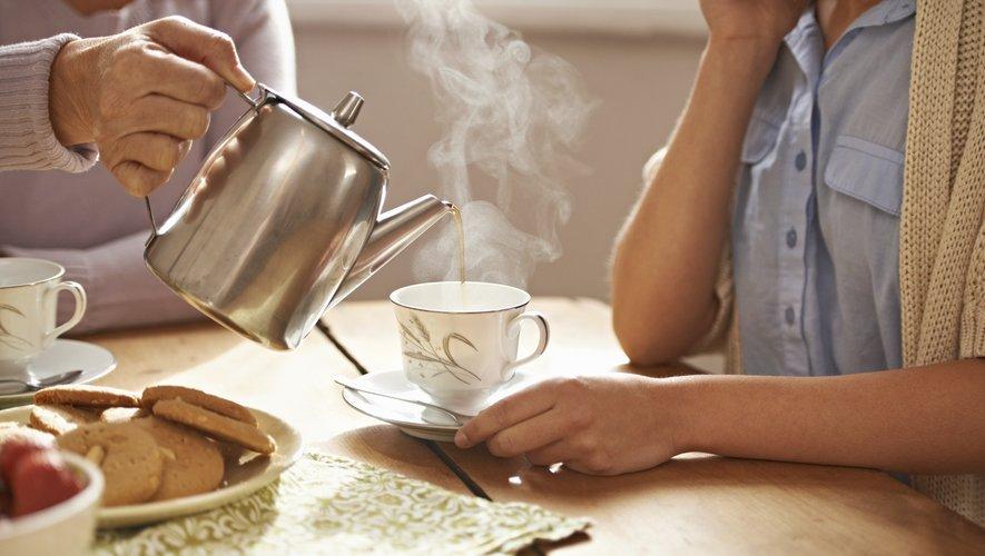 """La consommation de thé pourrait aider à ralentir la baisse des lipoprotéines de haute densité (HDL), le """"bon"""" cholestérol"""