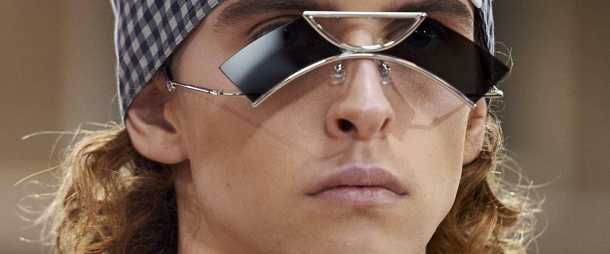 Fashion Week   10 pièces insolites que les hommes porteront l été prochain. Les  lunettes de soleil ... 47c48b5bd0a