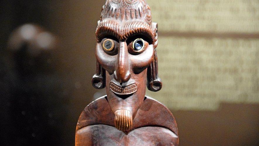Les objets présentés proviennent du muséeQuai Branly-Jacques Chiracet d'une collection privée.