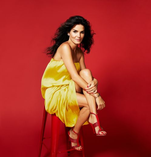 "Angie Harmon participe à la campagne de la collection ""Leave Him on Red"" de Tamara Mellon."