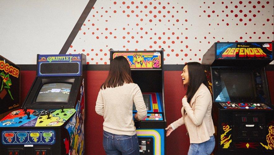 Des jeux d'arcade sur le campus Google.
