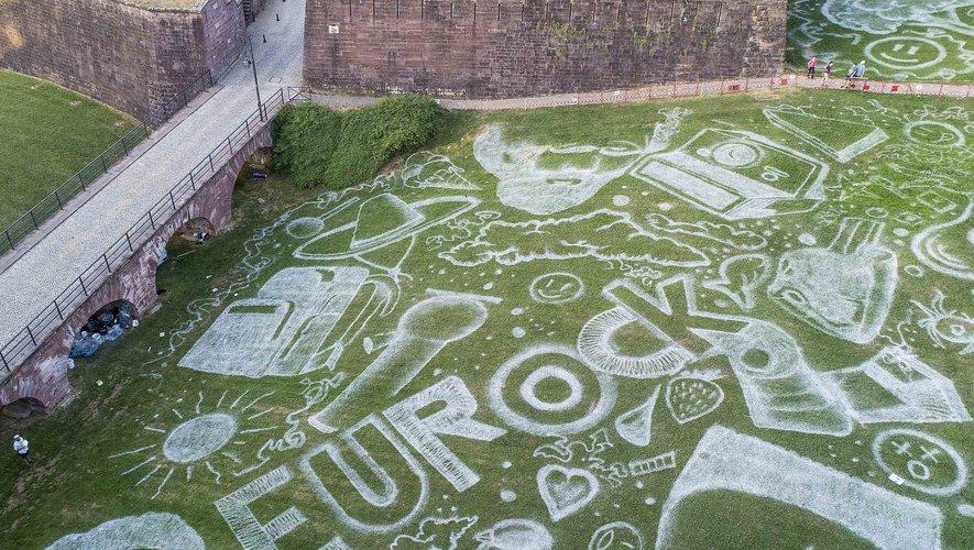 Une gigantesque fresque de street art a été créée au coeur de la ville à l'occasion de la 30e édition des Eurockéennes de Belfort (5-8 juillet)