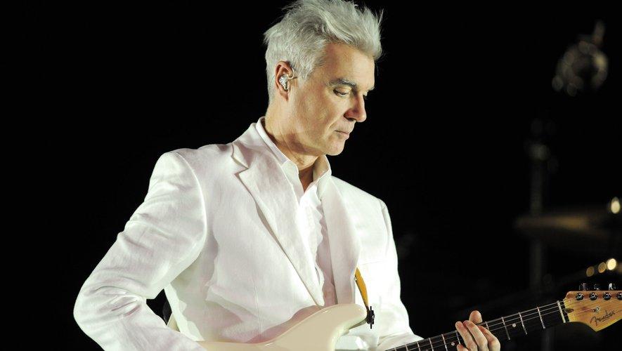 L'ex-Talking Heads David Byrne n'a pas dérogé à sa réputation d'artiste unique, capable de conceptualiser un concert entier, entre décor et chorégraphies minimalistes, tout en faisant danser le public aussi exigeant que statique de la Philharmonie,