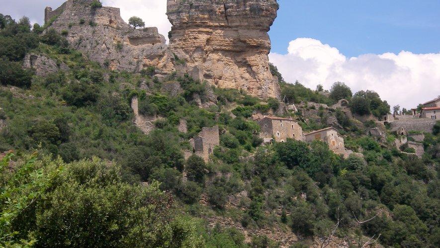 Le château domine la vallée du Tarn.