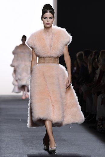 Luna Bijl a notamment défilé pour la maison Fendi durant la semaine de la haute couture.