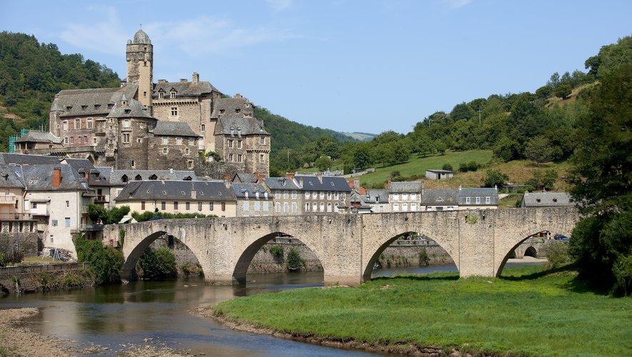 Le village d'Estaing a été bâti sur la rive droite du Lot et brille toujours par son originalité d'agglomération à la structure médiévale.