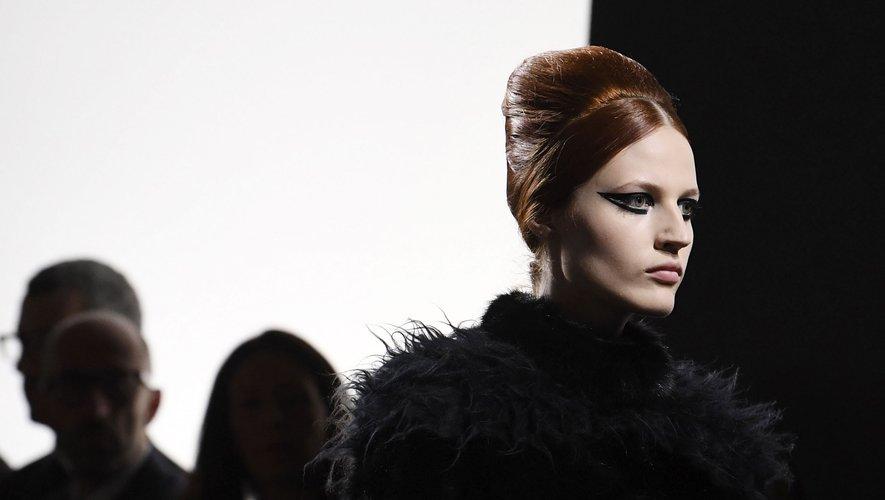 Eyeliner graphique chez Fendi Couture