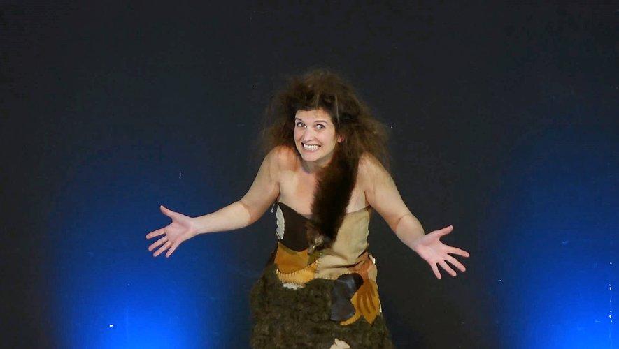 """Alexandra Mori est sur la scène du """" Laurette théâtre """" durant tout le festival."""