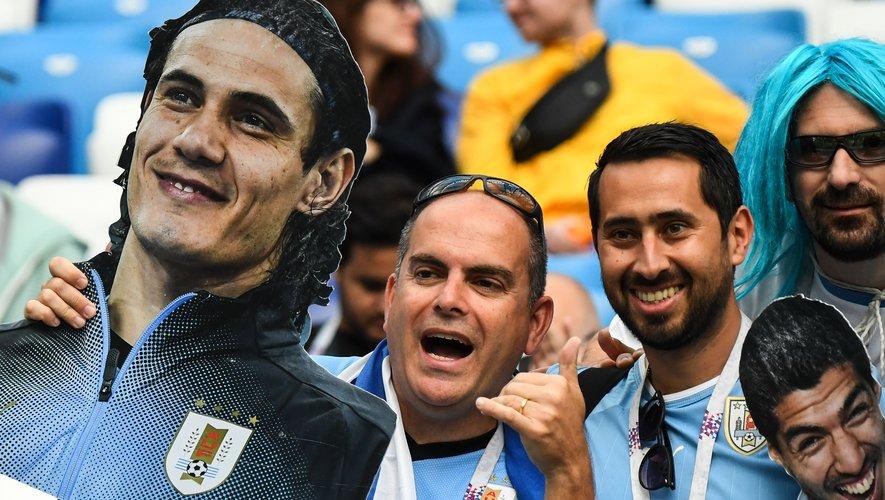 Cavani est remplacé en attaque par Cristhian Stuani pour épauler Luis Suarez.