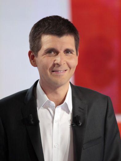 """Thomas Sotto va rejoindre """"L'Emission politique"""" de France 2 à la rentrée à la place de François Lenglet, parti sur TF1"""