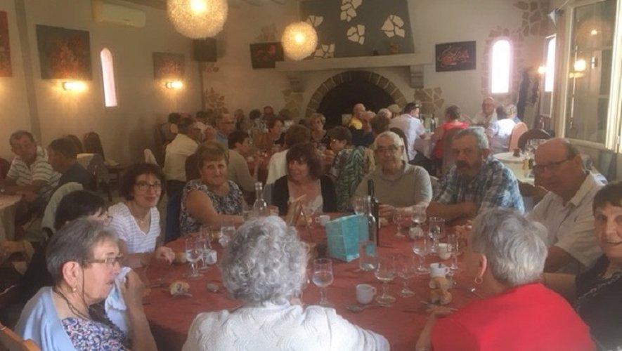 Les aînés participant à cette sortie pendant le repas pris à Castelsarrasin.