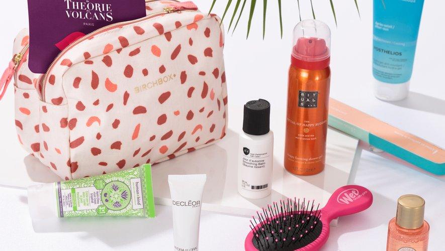 Le vanity Birchbox comprend des essentiels pour prendre soin de son visage, son corps, et ses cheveux tout au long de l'été.
