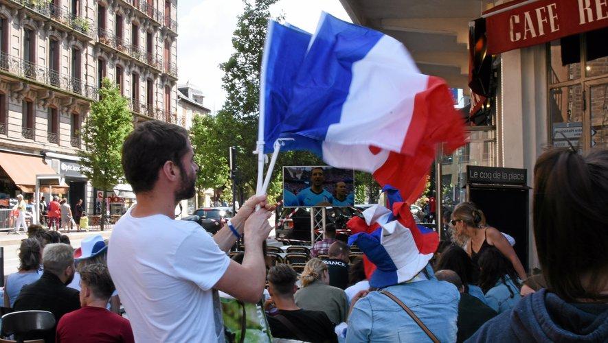 Le drapeau tricolore sera-t-il l'objet indispensable cet été dans l'Hexagone ?