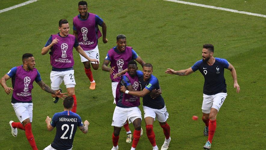 Avec la qualification pour le dernier carré de la Coupe du Monde, l'engouement pour les tuniques des Bleus est à son paroxysme. Au rayon des noms les plus demandés derrière les maillots, Mbappé l'emporte haut la main, devant Griezmann.