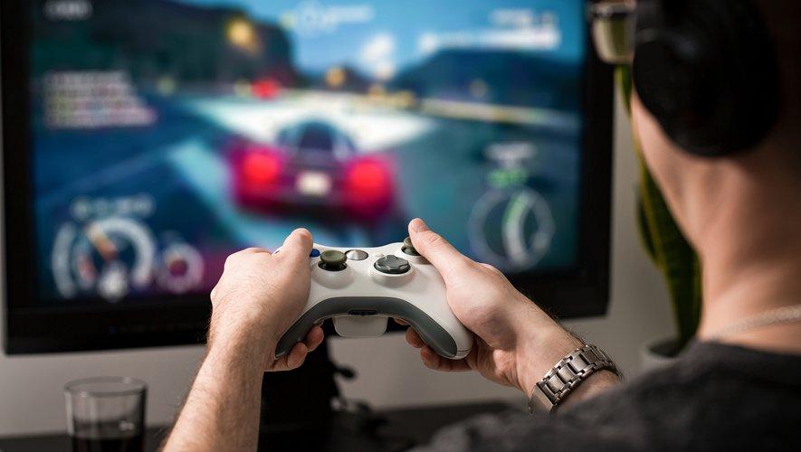 """Dans le monde du """"gaming"""", les joueurs handicapés tentent d'adapter les jeux et le matériel en fonction de leurs besoins et s'échangent leurs astuces sur internet."""