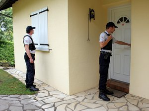 Prévenez la police  de votre absence à votre domicile