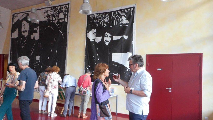 Gérard Marty, ici à droite, lors du vernissage.