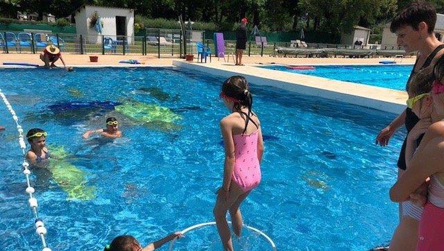 Des exercices pourse familiariser avec l'eau.