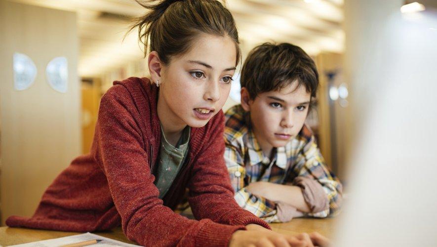 Les plus jeunes visionnent des vidéos sur ordinateur essentiellement le mercredi, lorsqu'ils n'ont pas école.