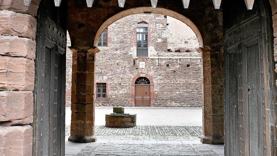 La visite du château peut se faire en autonomie ou accompagnée de Christian Audouard, le guide  maison.