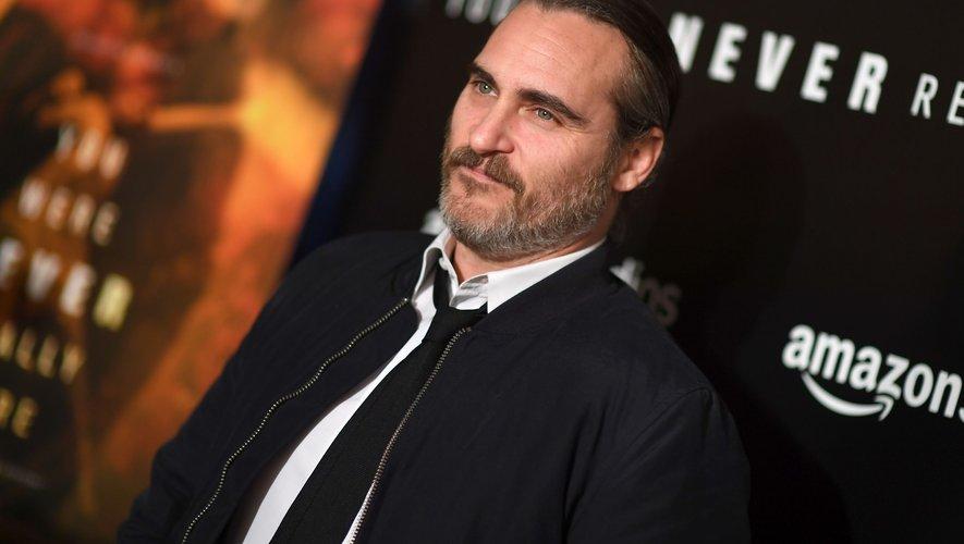 """Joaquin Phoenix sera à l'affiche de """"Les Frères Sisters"""" de Jacques Audiard aux côtés de Jake Gyllenhaal, le 19 septembre prochain au cinéma."""