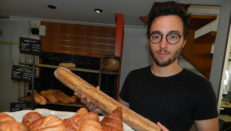 Romain Bedel tient la nouvelle boulangerie du centre-ville./Photo DDM