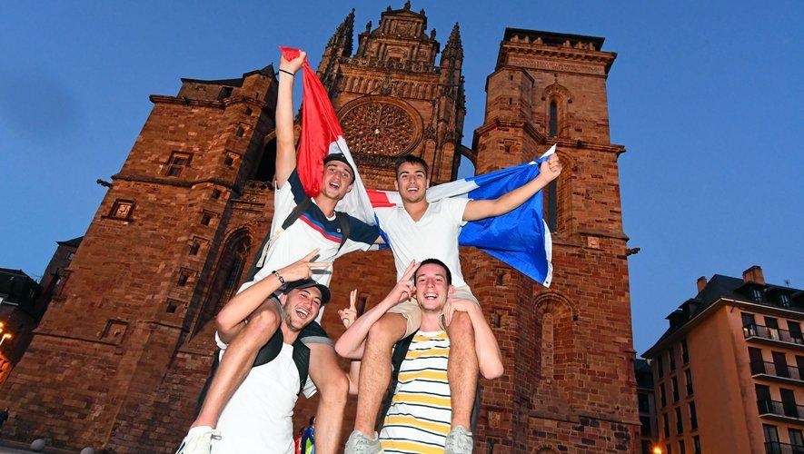 Les drapeaux tricolores partent à vitesse grand V.