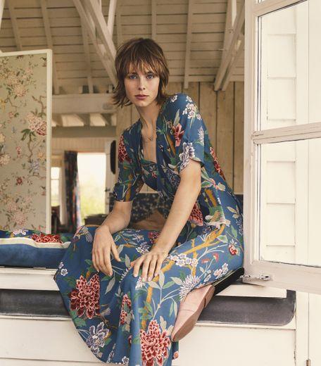 L'enseigne H&M fait équipe avec la maison de design GP & J Baker autour d'une collection de prêt-à-porter femme.