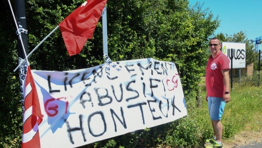 Début juillet, une quarantaine de personnes avaient bloqué l'entrepôt de Wattrelos près de Roubaix de la marque Jules, empêchant les camions de livrer et récupérer la marchandise destinée à alimenter les magasins de l'enseigne, pour protester contre la menace du plan social.