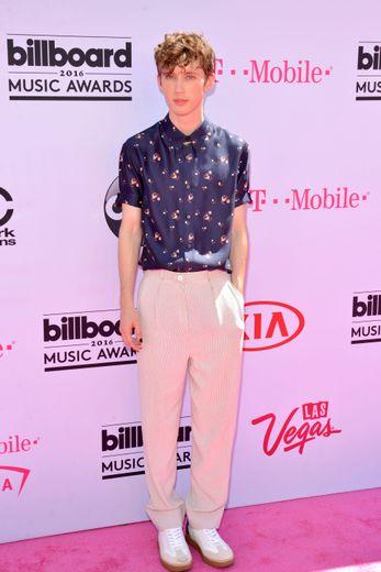 """Le chanteur Troye Sivan sortira son nouvel album """"Bloom"""" à la fin du mois d'août."""