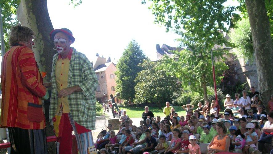Les clowns facétieux  ont séduit le jeune auditoire.