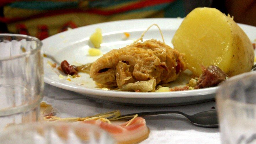 La journée de dimanche commencera par un traditionnel petit-déjeuner aux tripous.