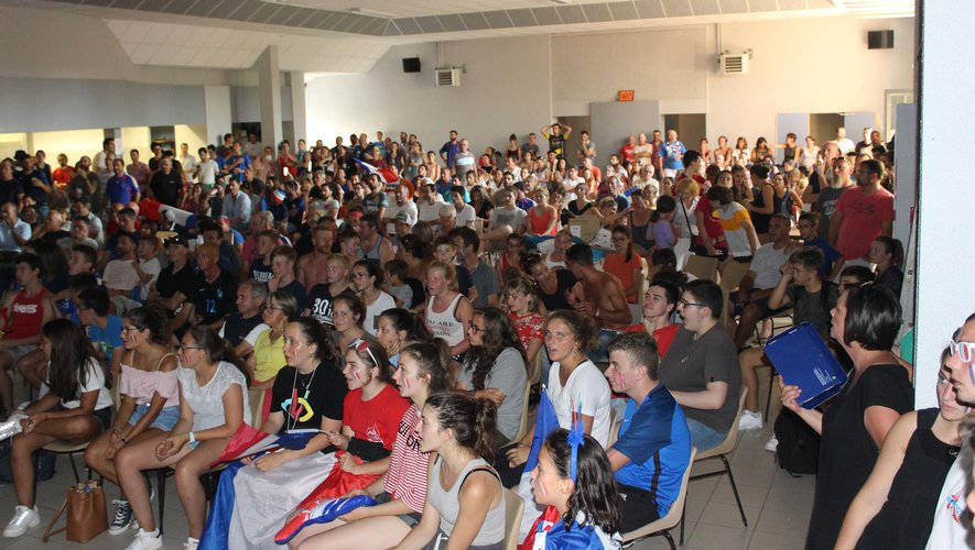 Plus de 300 personnes réunies dimanche dans la salle des Fêtes pour soutenir les Bleus