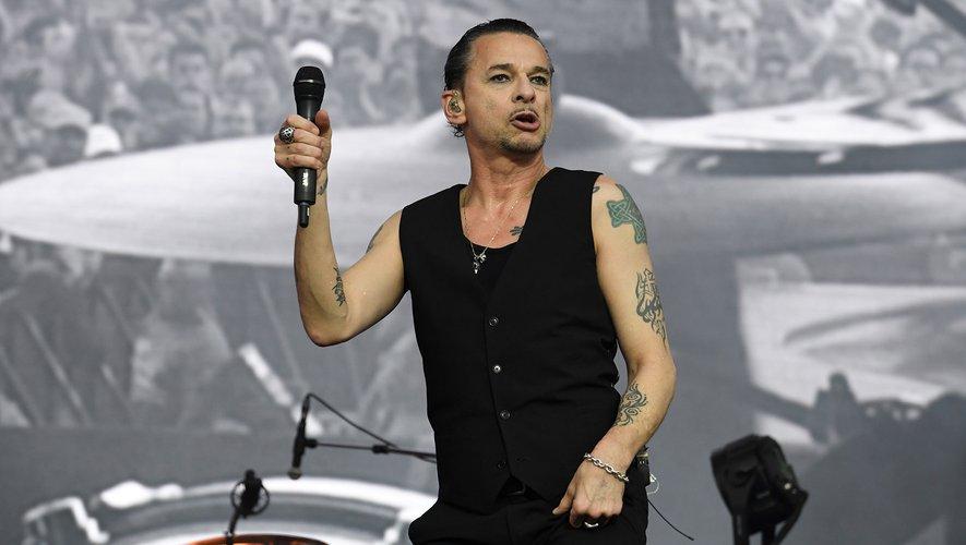 Depeche Mode a subjugué un public de près de 70.000 fans, lors d'un concert riche en jeux de lumière, au cours duquel l'élégant Dave Gahan s'est révélé particulièrement en forme, à l'ouverture de la 27e édition des Vieilles Charrues.