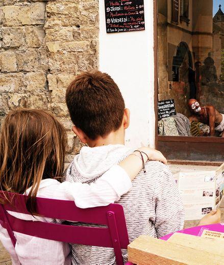 Sept compagnies se produisent en co-réalisation sous les voûtes de la rue de la Saunerie.  D.R.