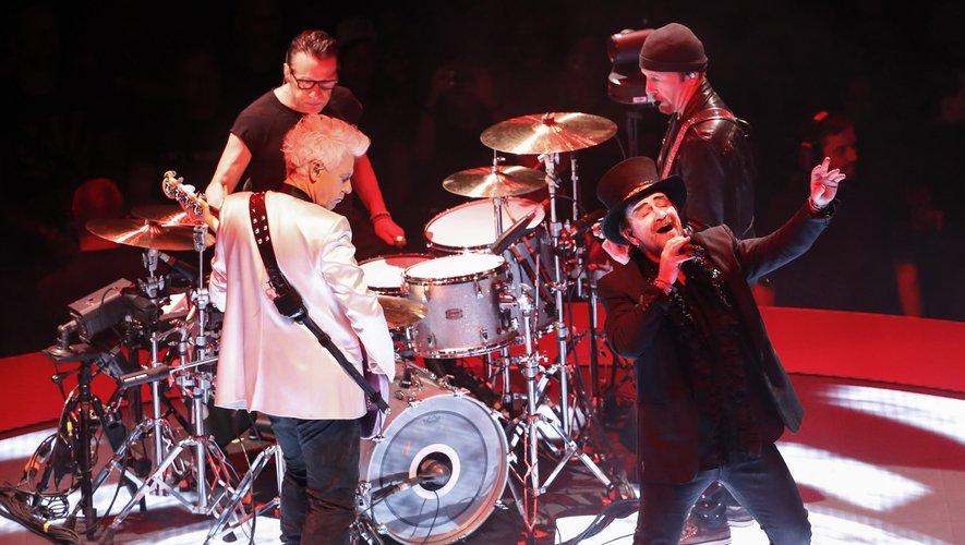 """U2 a amassé sur le territoire américain quelque 54,4 millions de dollars, dont 95% grâce à leur tournée géante, dans des stades combles, pour marquer le trentième anniversaire de leur album mythique """"The Joshua Tree"""""""