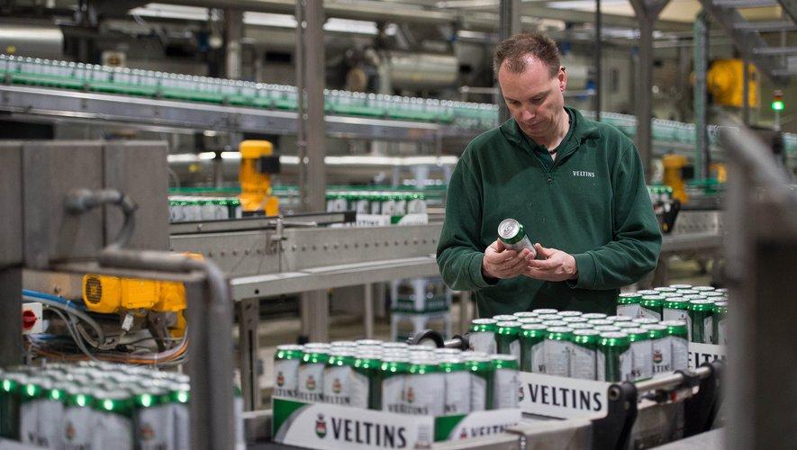 """L'association allemande des brasseurs a signalé une pénurie """"particulièrement prononcée"""" cette année de bouteilles de bières et des caisses de transport les contenant."""