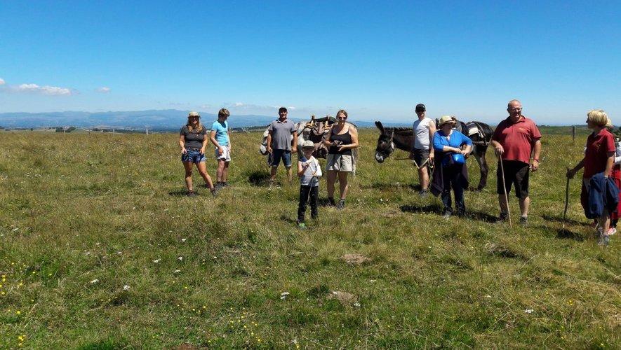 """Les marcheurs ont profité des sublimes paysages de l'Aubrac lors d'une journée """" hors du temps """"."""